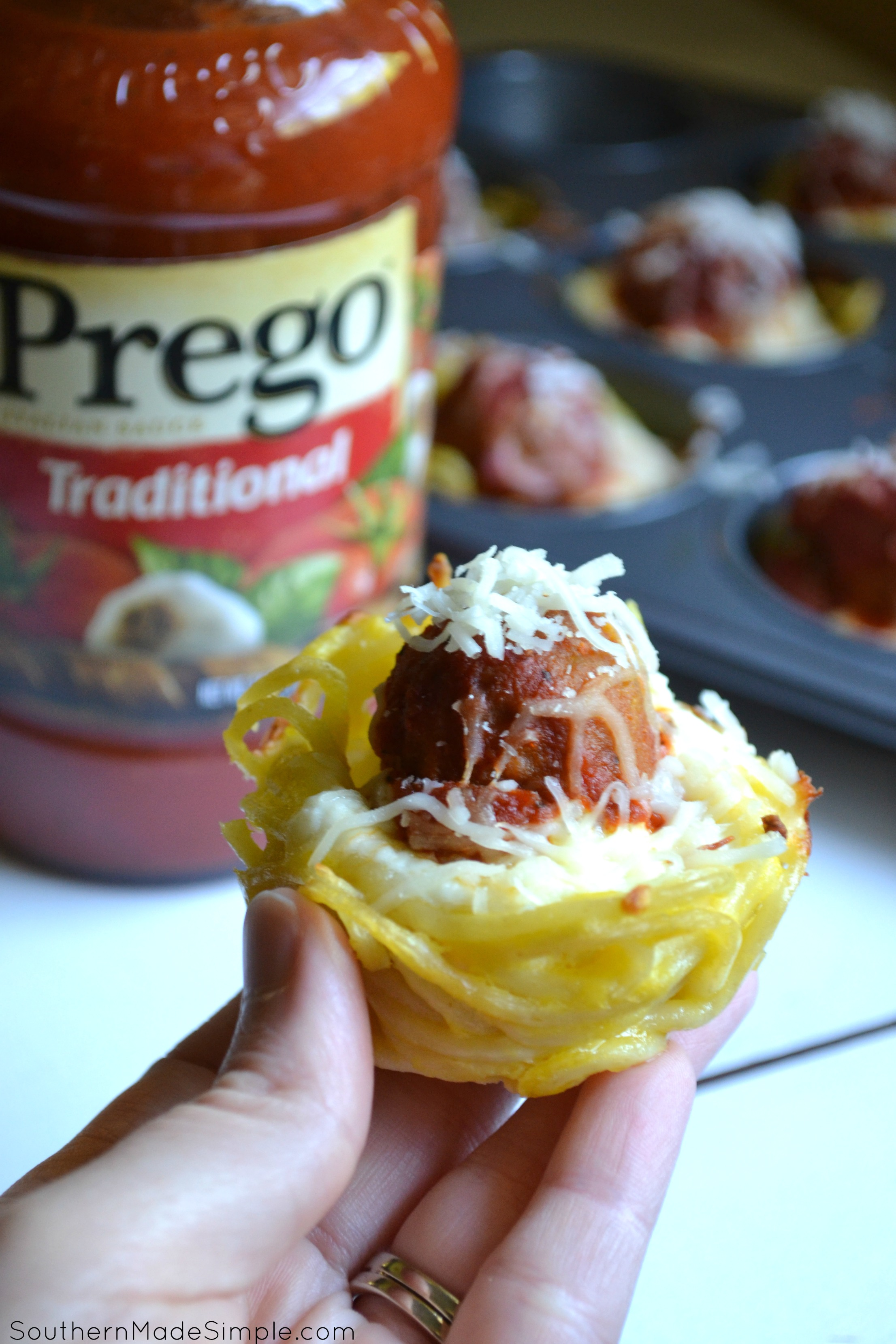 Spaghetti Bombs - a perfect back to school treat that allows you to eat spaghetti on the go (and with your HANDS!) These are so easy to make and are way more fun to eat then traditional spaghetti! #CampbellSavings #ad