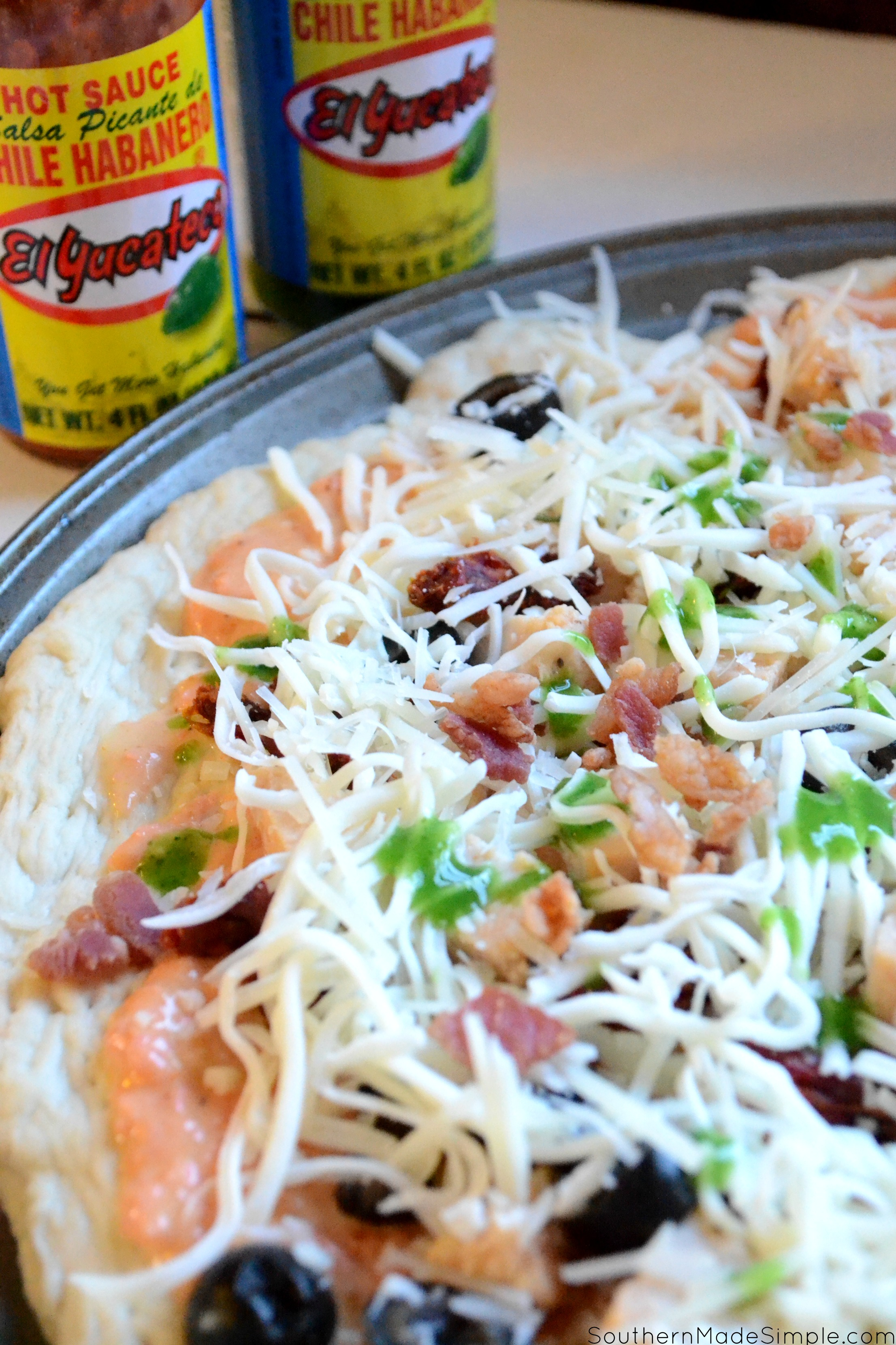 Looking for a fun way to pack some extra heat into your meal during the big game? This Spicy Habanero Alfredo Pizza will score a touchdown with your taste buds and will lead your tummy to a delicious victory dance! #KingofFlavor