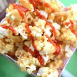 Looking for a fun way to pack in some sweet heat into your game day spread? This Smokin' Sriracha Caramel Popcorn is the perfect treat to make your game day POP with flavor! #AllStarSnackBar #ad
