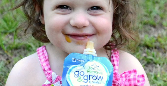 How We're Getting our Picky Toddler to Love Fruits and Veggies with Go & Grow by Similac Pouches {GIVEAWAY}