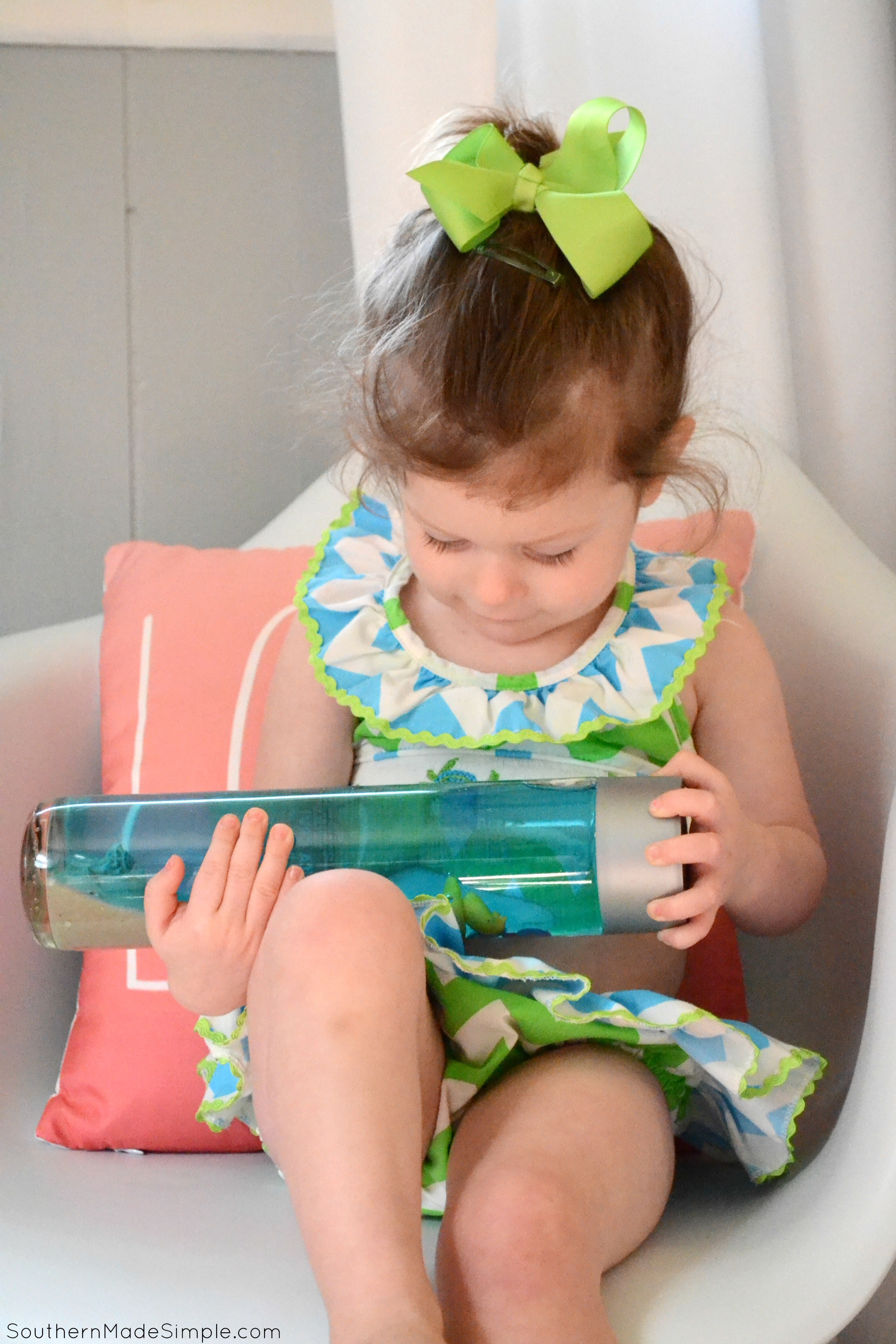 Do you have a toddler in the back seat who hates riding in the car? Take along this easy DIY Ocean Seek and Find Bottle to help keep them entertained!#RoadTripOil #ad