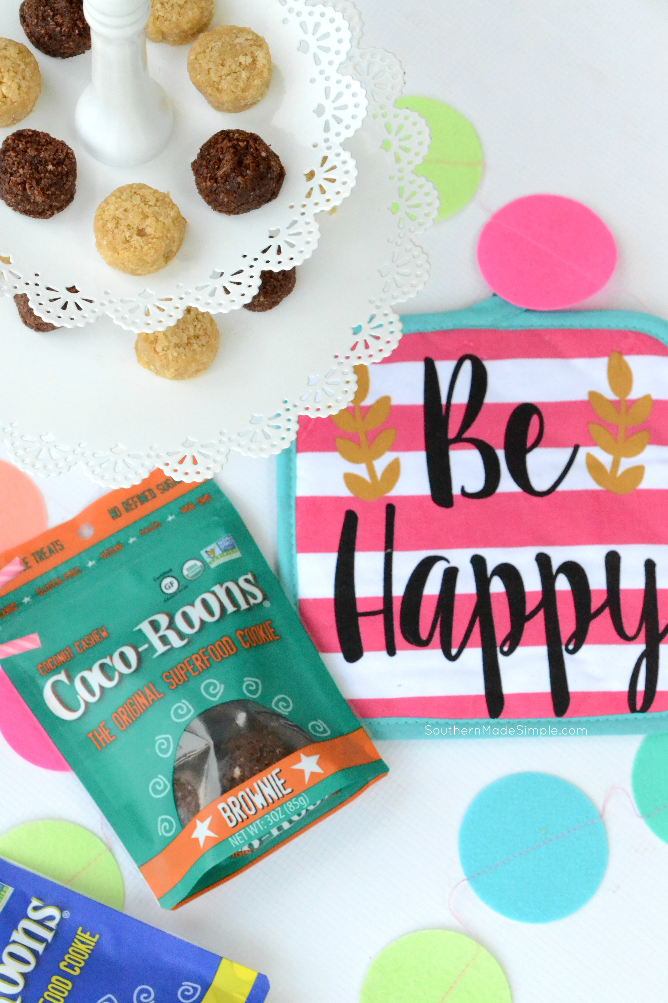 Looking for a little slice of guilt-free goodness to munch on? Sejoyia Coco-Roons are giving me total life, AND they're good for you! You can find them in the gluten free section at your local Walmart! #CoCoRoonsAtWalmart #Pmedia #ad