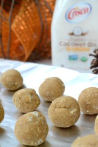 Feeling a little Fall-ish yet? These Chocolate Covered Pumpkin Truffles are just the thing you need to sweeten up your life during this fabulous fall season! #CriscoCoconutOil #IC #ad