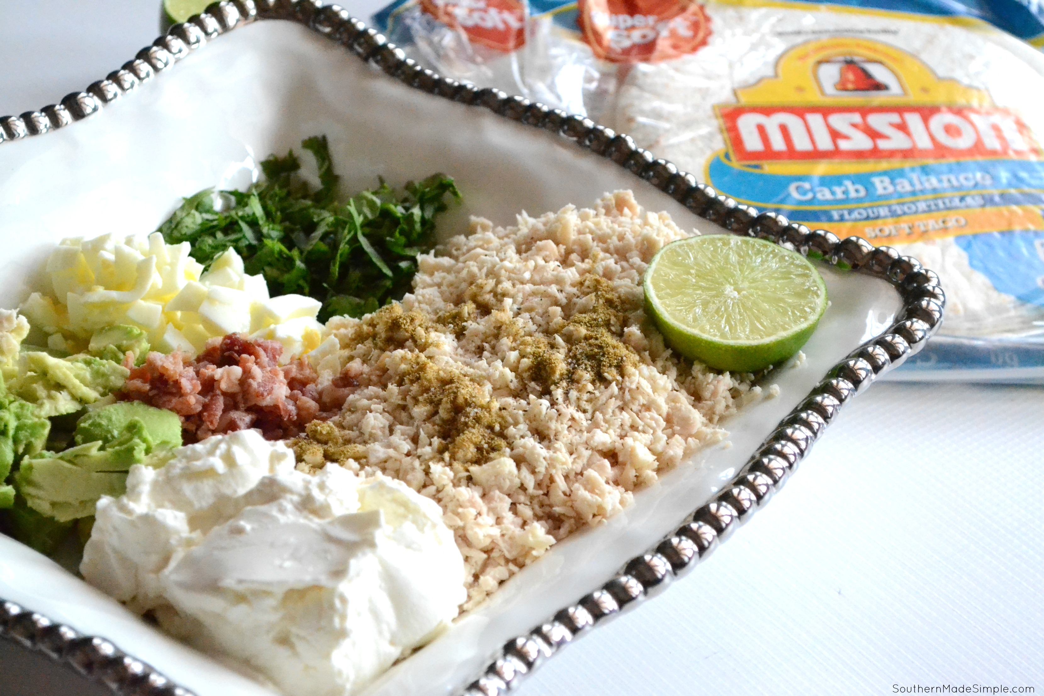 Keep your new year's resolutions in check with these low carb Creamy Avocado Chicken Salad Wraps made with Mission Carb Balance Soft Flour Tortillas! #ad #MissionToChange #Sweepstakes