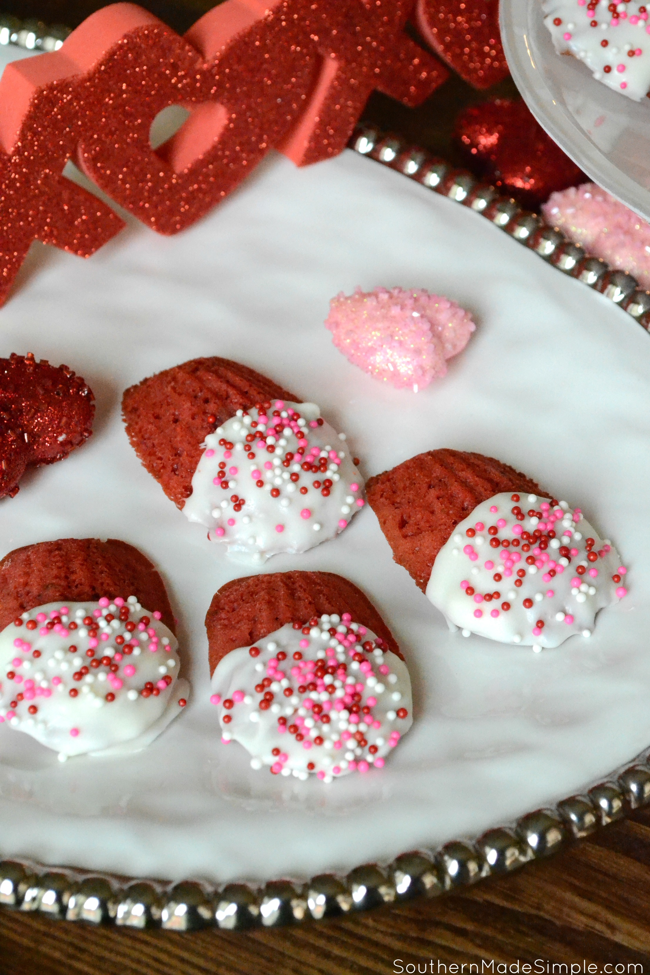Give your loved ones an extra bite of sweetness with these delicious White Chocolate Dipped Strawberry Madeleines - made with REAL strawberries!
