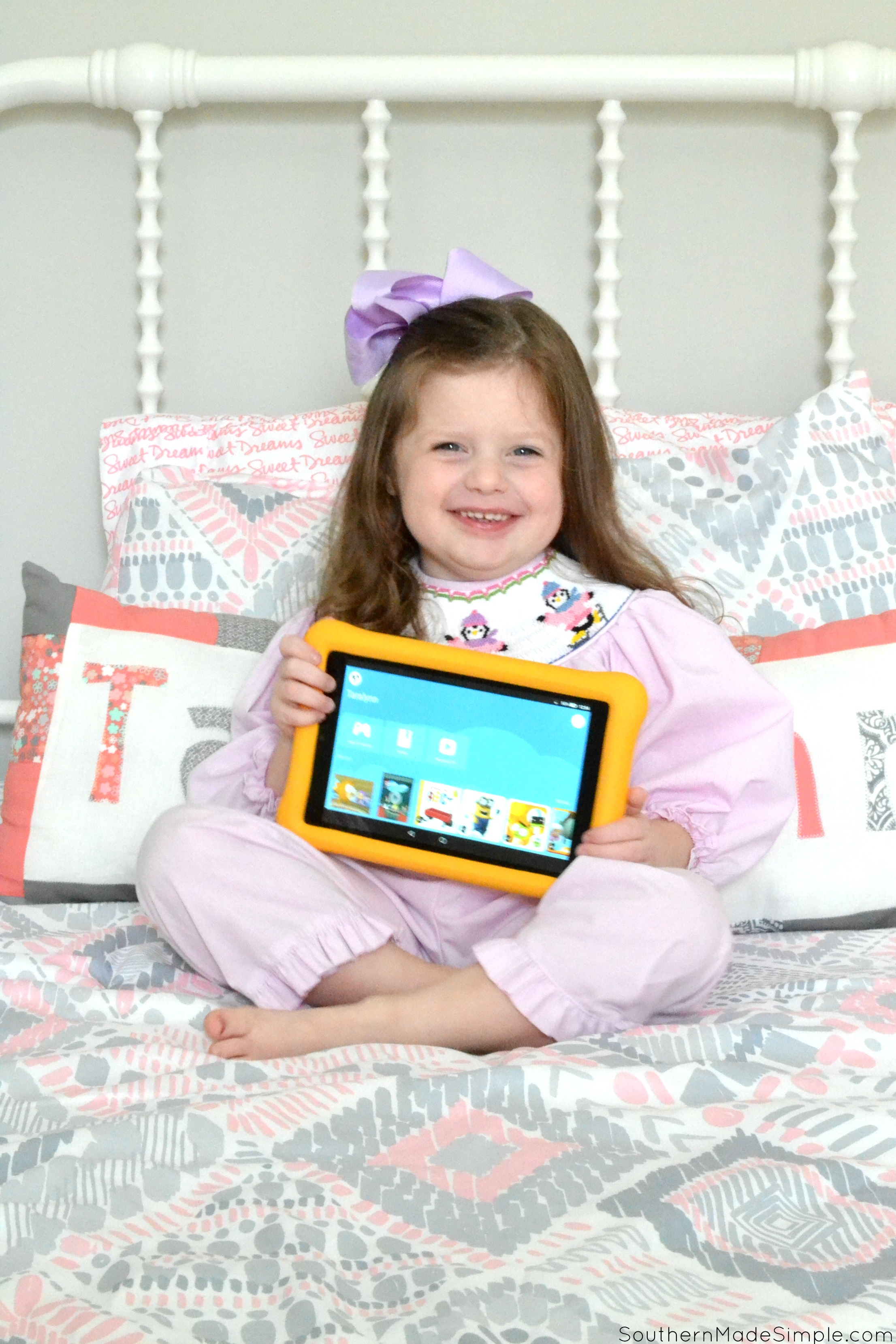 How We're Building a Smart House for the Holidays #AskAlexa #AmazonKidsAndFamilyn #IC #Ad