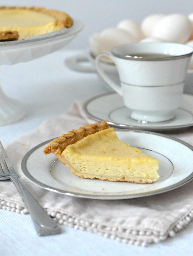 This Egg Custard Pie is a classic southern dish. It's perfect for the Thanksgiving dessert table or for brunch on a random Tuesday! #eggucustard #pie