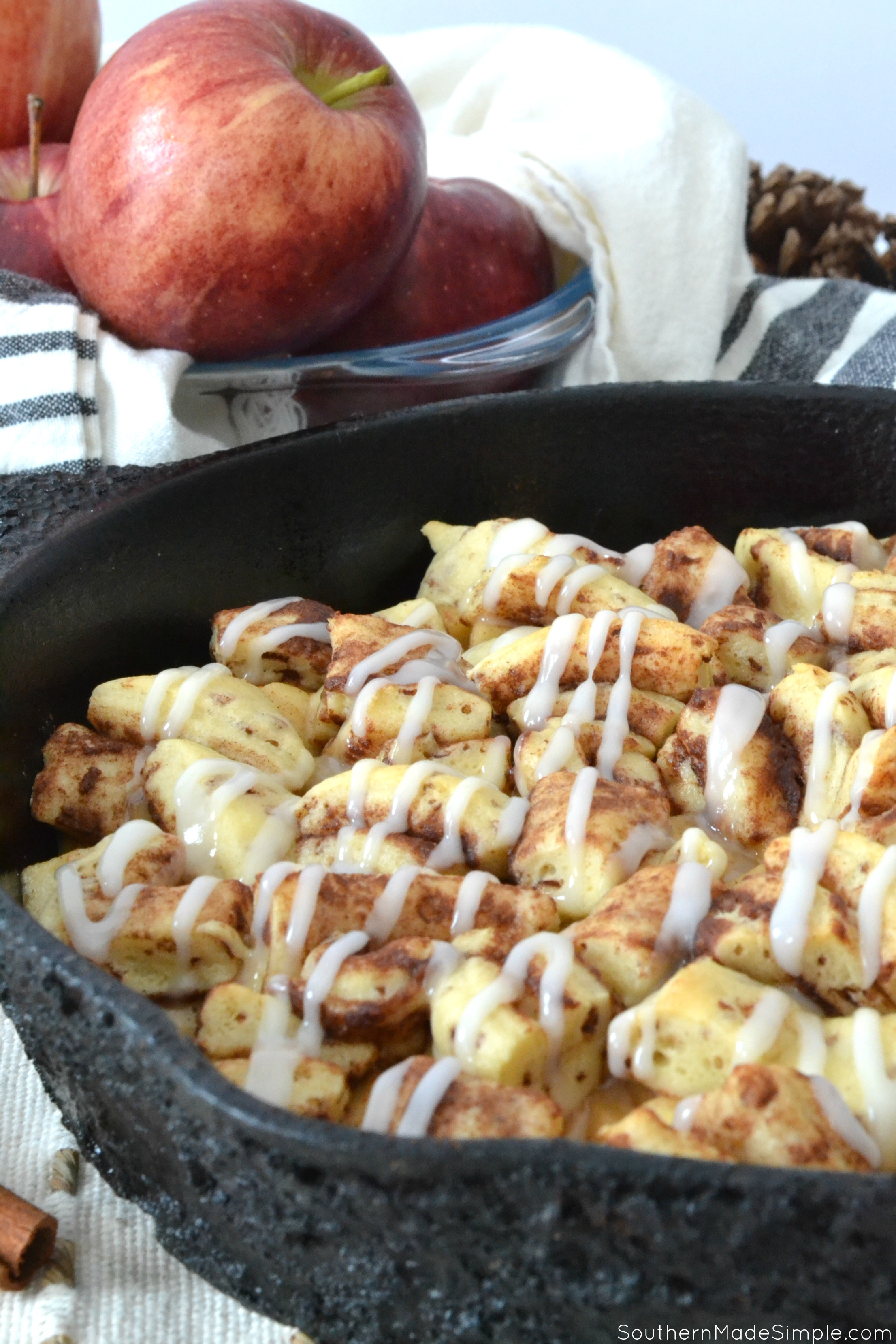 This Cinnamon Roll Apple Cobbler captures the flavors of fall perfectly! Add a scoop of ice cream and you're in for a real treat! #Apples #Cinnamonrolls #Cobbler