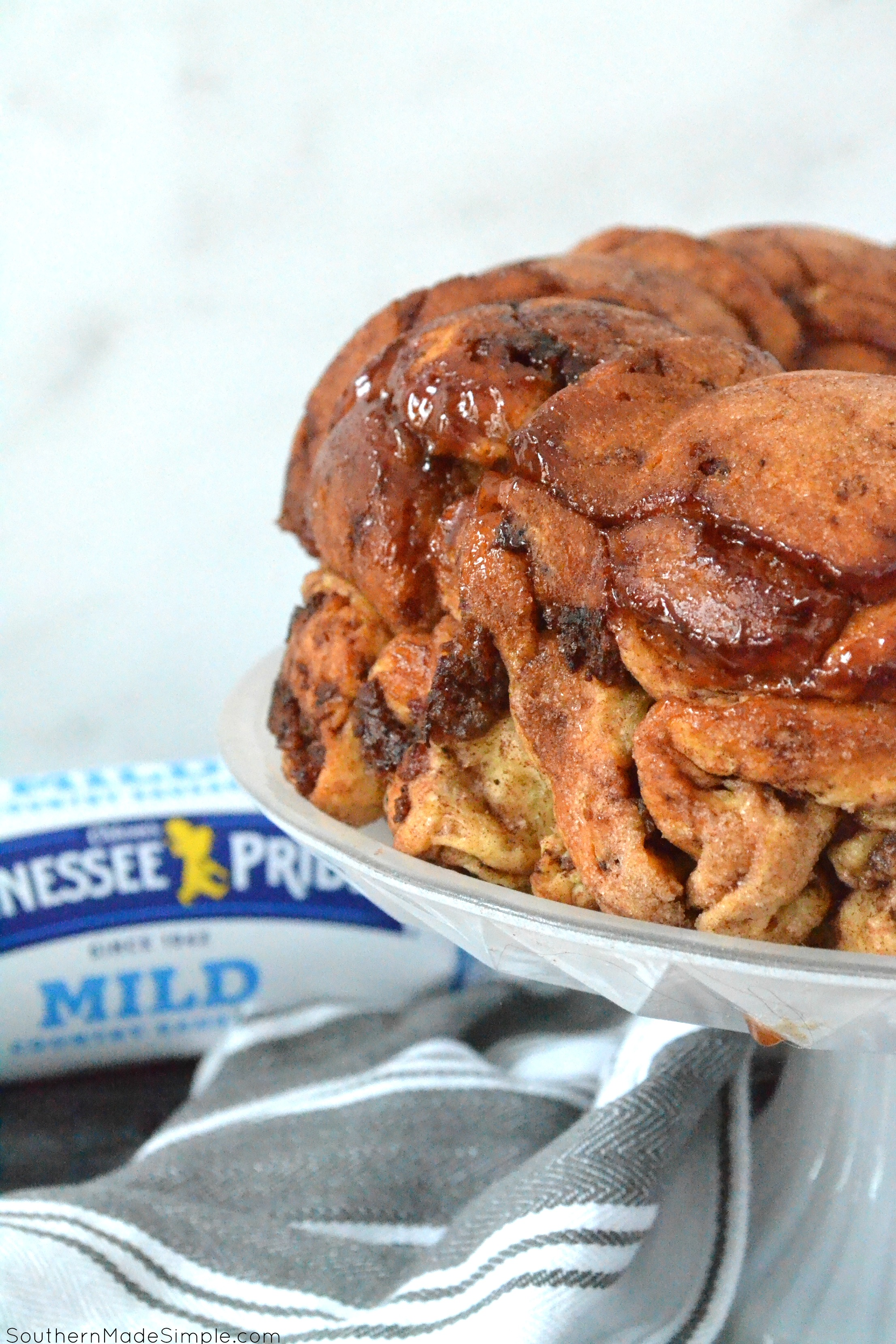 This Cinnamon Sausage Pull Apart Bread has a sweet & savory flavor combo that will transform your breakfast into a cinnamon roll lover's dream! #TennesseePrideFlavor #Ad